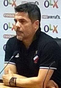 """Clique na imagem para ver a ficha como jogador e como treinador no site """"Zero Zero"""""""