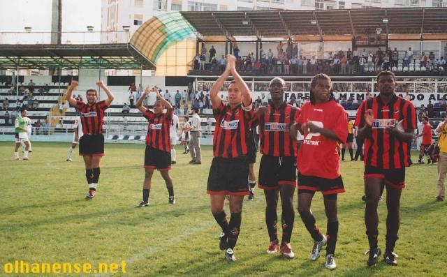Lameirão (agora ao serviço dos nossos vizinhos), Jorge Vidigal, Miguel Teixeira, Nelson Afonseca (autor do golo da vitória), Cassiano e Évora festejam com os adeptos no final do jogo disputado no São Luís em 2003